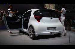 トヨタ自動車が年内に発売する超小型車「iQ」