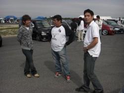 ワゴニスト・スーパーカーニバル会場にて、リラックスしている山ちゃん&カネゴン