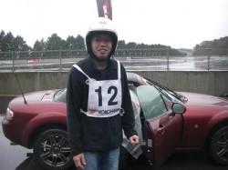 赤ロードスターには、試乗車①B社タイヤが装着されていた。
