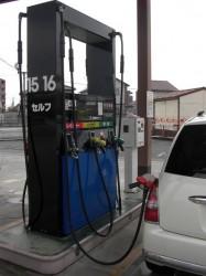さあ給油開始、今日は満タン