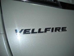 新型 VELLFIRE トランク
