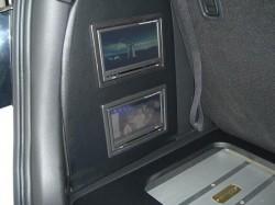 MPV トランク部 サイドに取り付けたモニター