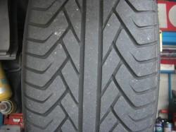 ADVAN-ST リア側の磨り減ったタイヤトレッド面