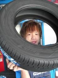 YOKOHAMA Earth-1 タイヤ交換を開始
