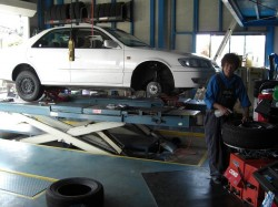 タイヤ交換は、タイヤマンのハナガタ