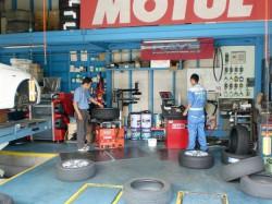 タイヤ交換作業風景