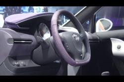 トヨタ自動車が年内に発売する超小型車「iQ」内装