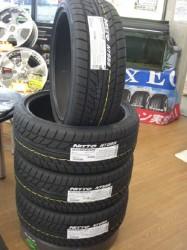 タイヤはNITTO NT555